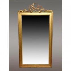 Goldener Spiegel im Louis-XVI-Stil