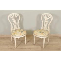 Ein Paar Stühle im Louis XVI-Stil