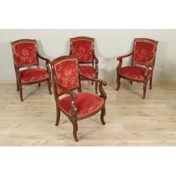 Vier Sessel aus der Restaurierungszeit