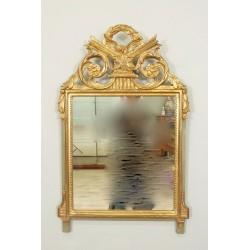 Goldener Holzspiegel im Louis-XVI-Stil
