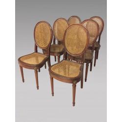 Sechs Rohrstühle im Louis XVI-Stil